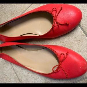VGUC J. Crew ItalIan leather flats. Poppy color 9